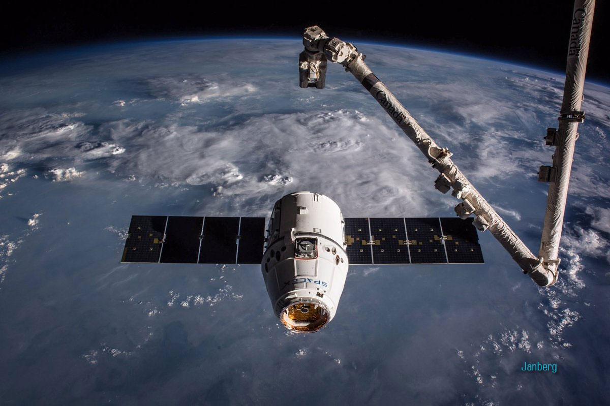 Космический корабль Dragon